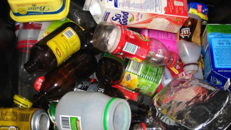 items that can be recycled in the comingled recycling bins